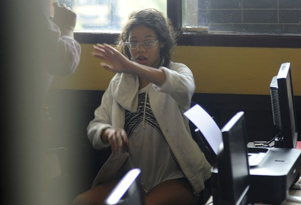 Heather Mack, the daughter of an American woman found dead inside a suitcase on the Indonesian island of Bali, gestures while in custody in a police station in Denpasar on Aug. 14, 2014. (Photo: Reuters / Putu Setia)