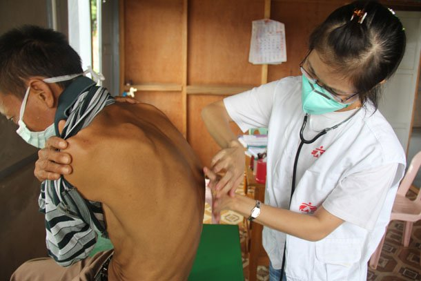 A patient with drug-resistant TB is being examined by a MSF doctor at a clinic in Lashio, Shan State, earlier this year. (Photo: Eddy McCall / MSF)