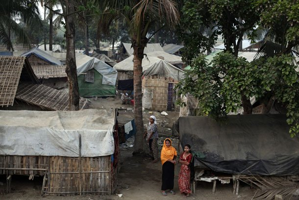 Rohingya women are pictured at the Thae Chaung camp for internally displaced people in Sittwe, Arakan State, on April 22, 2014. (Photo: Reuters)