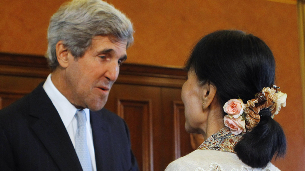 Then US Senator John Kerry, who is now the secretary of state, meets Burma's opposition leader Aung San Suu Kyi at the US Capitol in Washington. (Photo: Reuters)