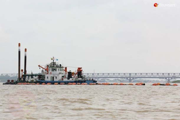 Dredgers operate as part of a salvage team attempting to retrieve the Great Bell of Dhammazedi from the Rangoon River on Tuesday. (Photo: Hein Htet / The Irrawaddy)