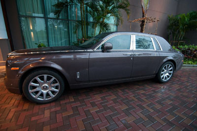 A Rolls-Royce is parked outside a hotel in Yangon. (Photo: Sai Zaw / The Irrawaddy)