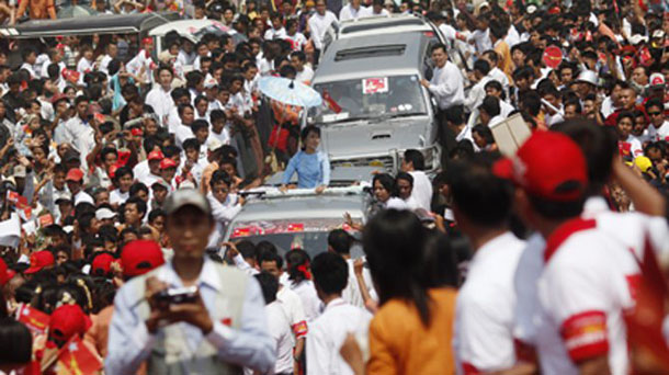Aung San Suu Kyi campaigns during by-elections in 2012. (Photo: Reuters)