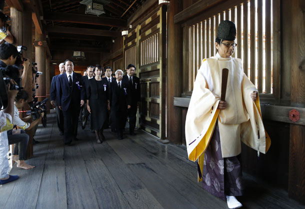 A group of lawmakers including Japan's ruling Liberal Democratic Party (LDP) lawmaker Hidehisa Otsuji (3rd L) and Sanae Takaichi (2nd L), LDP policy chief, is led by a Shinto priest as they visit the Yasukuni Shrine in Tokyo August 15, 2014, to mark the 69th anniversary of Japan's surrender in World War Two. (Photo: Reuters)