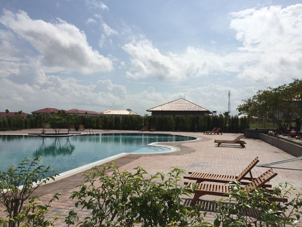 The pool area of the new Kempinski hotel in Naypyidaw. (Photo: Kyaw Hsu Mon / The Irrawaddy)