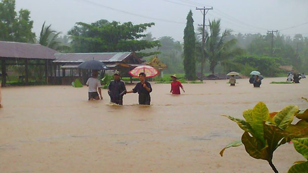 The road near Thaton town in Mon State has been severely flooded following several days of downpours. (Photo: Hnin Maung / Facebook)