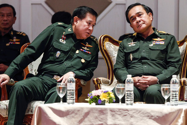 General Thanasak Patimaprakorn (L), Supreme Commander of the Royal Thai Armed Forces, talks to Thai Army chief General Prayuth Chan-ocha (R) during a meeting at the Army Club in Bangkok in June. (Photo: Reuters)