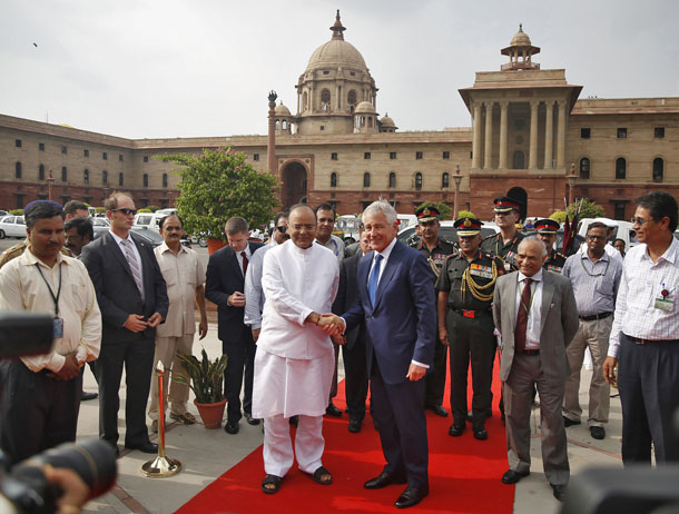 U.S. Secretary of Defense Chuck Hagel (center, R) shakes hands with India's Defense Minister Arun Jaitley (center, L) before Hagel's ceremonial reception in New Delhi August 8, 2014. (Photo: Reuters)