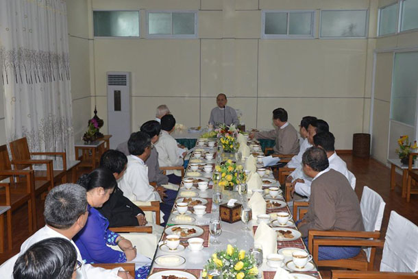 President Thein Sein talks to the Myanmar Interim Press Council during a meeting in Naypyidaw on Friday. (Photo: MOI/Facebook)