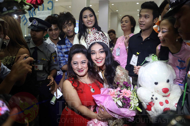 May Myat Noe, wearing her Miss Asia Pacific World tiara, is welcomed by supporters at Rangoon International Airport on June 5, 2014. (Photo: JPaing / The Irrawaddy)
