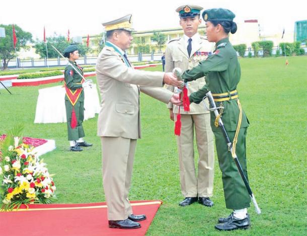 Snr-Gen Min Aung Hlang presents an award to cadet Lay New Tun during the graduation ceremony. (Photo: New Light of Myanmar)