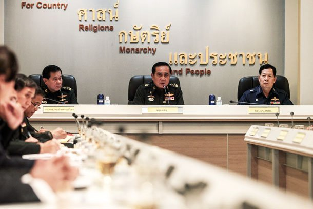 Thai Army chief General Prayuth Chan-ocha speaks during a meeting with Thai ambassadors at the Royal Thai Army Headquarters in Bangkok on June 11, 2014. (Photo: Reuters / Chanat Katanyu)