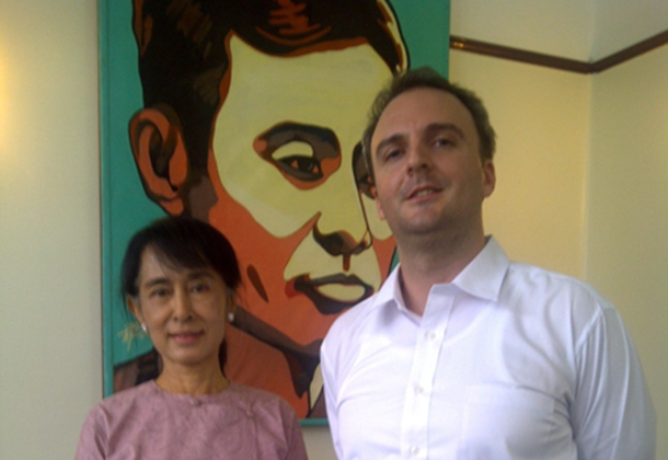 British labor right activist Andy Hall with Burmese opposition leader Aung San Suu Kyi. (Photo: andyjhall.files.wordpress.com)