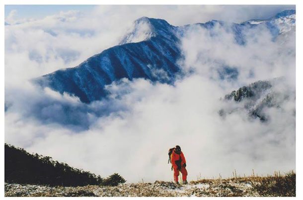 A member of a Burmese team climbs Hkakabo Razi in Kachin State. (Photo: Invitation of Nature Foundation / Facebook)
