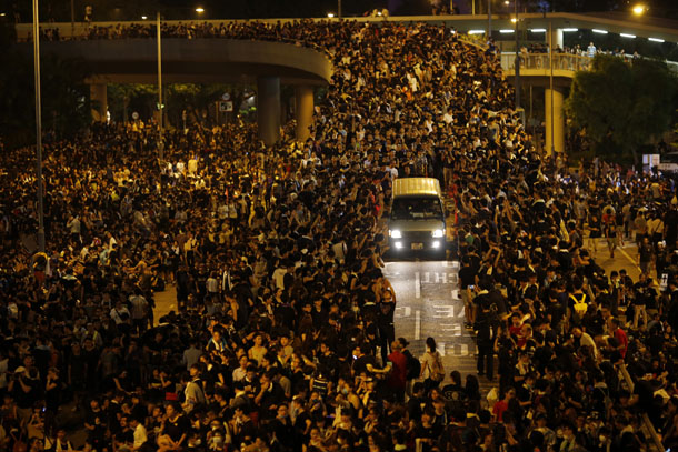 A vehicle drives among protesters blocking the main street to the financial Central district, outside the government headquarters, in Hong Kong on September 29, 2014.(Photo: Reuters)