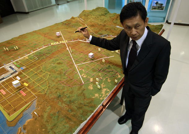 Dawei Development Company Managing Director Somchet Thinaphong shows a model of the proposed SEZ during an interview in Bangkok. (Photo: Reuters)