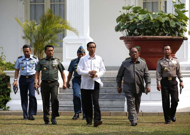 New Indonesian President Joko Widodo walks with heads of the military, police and intelligence to address the media at the Presidential Palace in Jakarta on Oct. 22, 2014. (Photo: Reuters)
