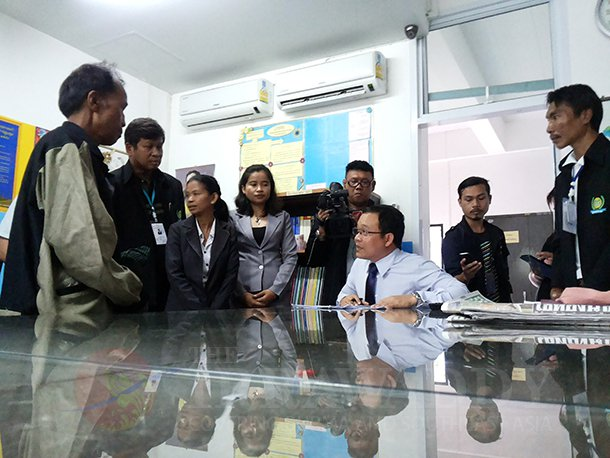 Parents of the Koh Tao murder suspects visit the Koh Samui provincial legal department office on Friday. (Photo: Min Oo / The Irrawaddy)