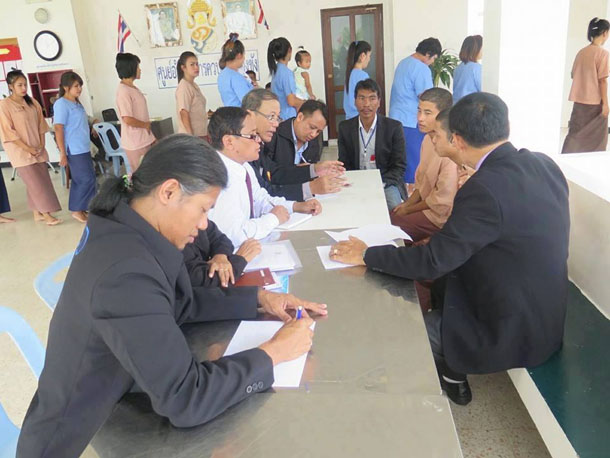 A group of Thai and Burmese lawyers, officials and migrant activists meet with the two Burmese murder suspects on Koh Samui, southern Thailand. (Photo: Min Oo)