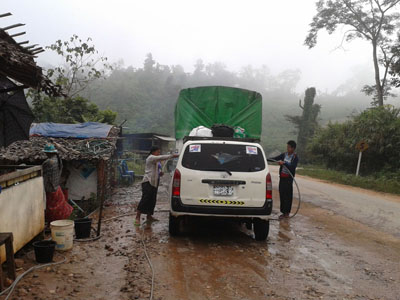 A car being washed on the mountain road between Kawkeraik and Myawaddy townships, en route to the DKBA Headquarters in Sone Seen Myaing. (Photo:Lawi Weng/The Irrawaddy)