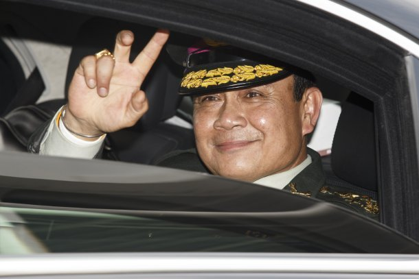Thailand's Prime Minister Prayuth Chan-ocha salutes members of the Royal Thai Army after a handover ceremony for the new Royal Thai Army Chief, General Udomdej Sitabutr, on Sept. 30, 2014. (Photo: Reuters)