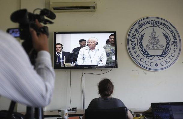 Former Khmer Rouge head of state Khieu Samphan is seen on a television screen in the media room at the Extraordinary Chambers in the Courts of Cambodia (ECCC) in October. (Photo: Samrang Pring / Reuters)