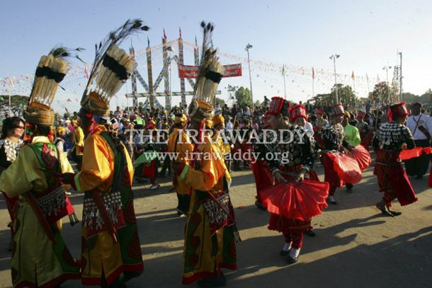 A performance in Myitkyina during the Manau festival in 2011. (Photo: Khin Maung Win / The Irrawaddy)