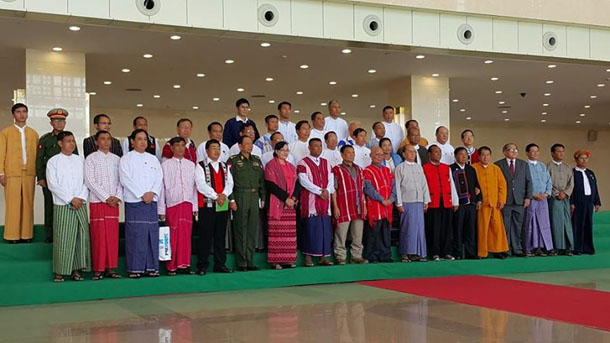 President Thein Sein poses for a photo with representatives of 12 ethnic armed groups in Naypyidaw on Monday. (Photo: Nyo Ohn Myint / Facebook)