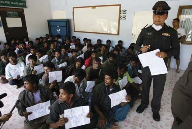 Thai police process Rohingya at an immigration center in southwest Thailand on Jan. 31, 2009 (Photo: Reuters)