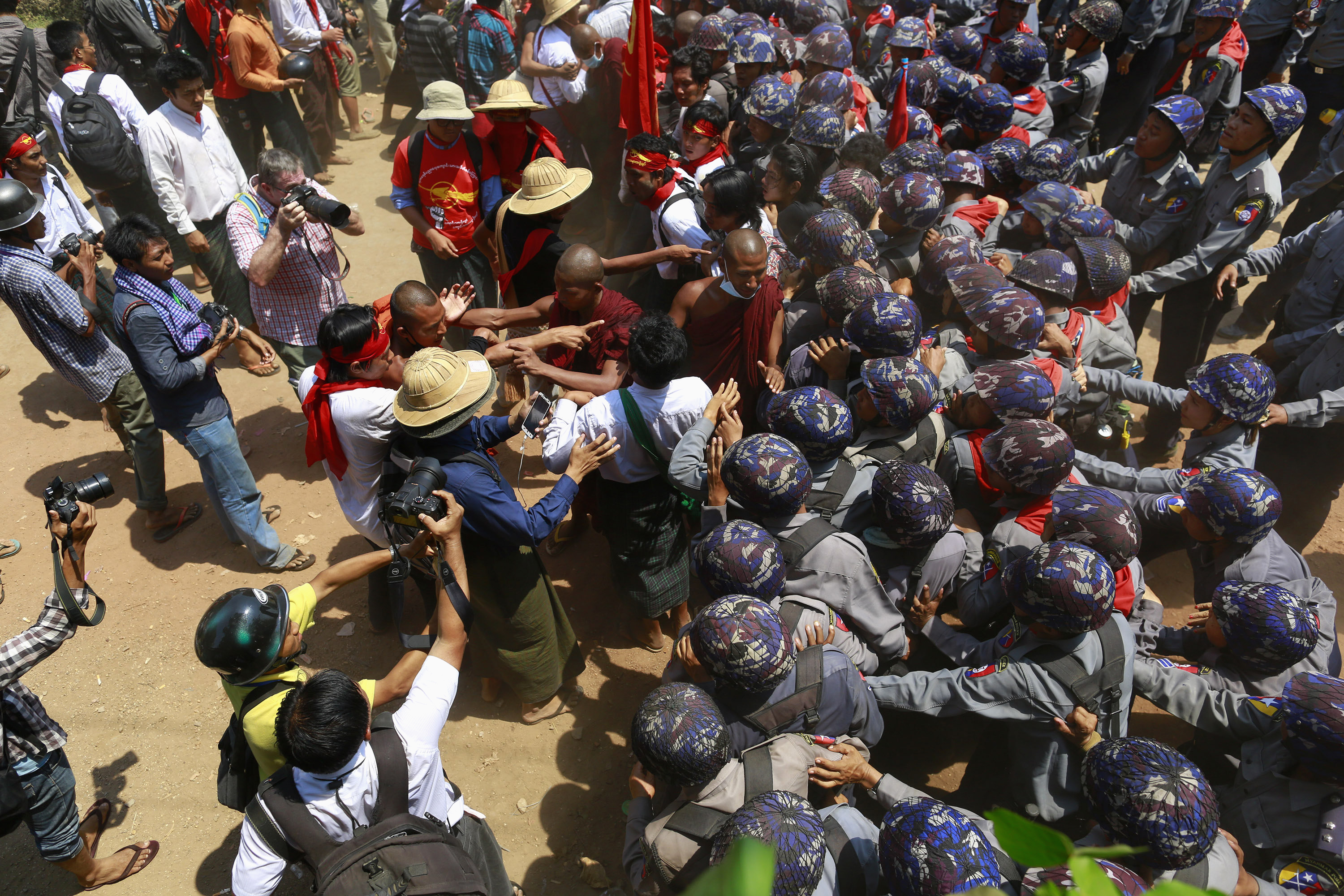 Buddhist monks and student protesters push as they try to break a police line in Letpadan on March 10, 2015. (Photo: Reuters)