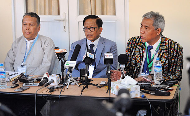 From left to right, MPC advisor Hla Maung Shwe and NCCT members Nai Hong Sar and Lian H. Sakhong, speak during a press conference on Monday evening. (Photo: Steve Tickner / The Irrawaddy)