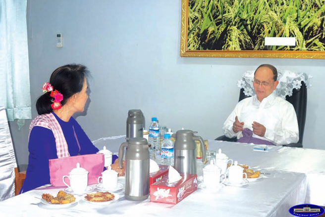 Aung San Suu Kyi meets President Thein Sein at Naypyidaw's presidential palace on Monday. (Photo: President's Office)