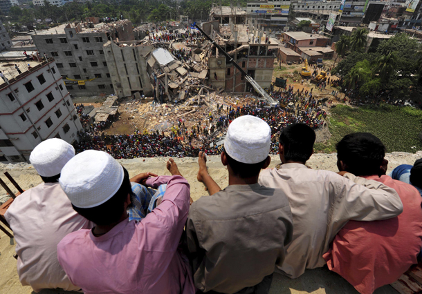 People watch as rescue workers continue their operations at the collapsed Rana Plaza building in Savar, 30 kilometers outside Dhaka, on April 25, 2013. (Photo: Reuters)
