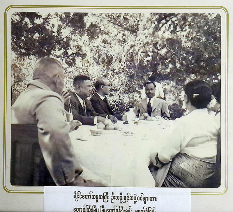 Mayor U Khan sits at the head of the table next to Burma's President U Ba Oo. (Photo: Kyaw Zwa Moe / The Irrawaddy)