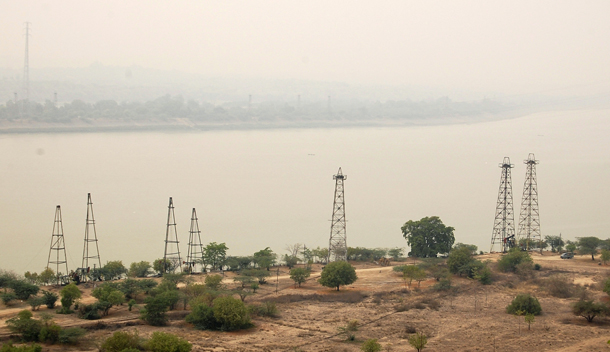 Oil wells on the banks of the Irrawaddy River in Chauk, Magway Division. (Photo: Reuters)