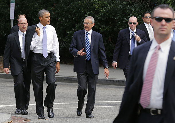 US President Barack Obama walks with former White House counselor John Podesta in Washington last year. (Photo: Larry Downing / Reuters)