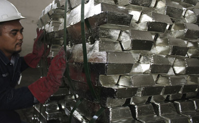 A worker checks refined tin ahead of shipment in a warehouse owned by a private company in Indonesia's Bangka-Belitung province in 2012. (Photo: Reuters)