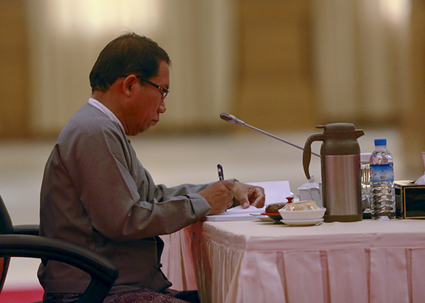 Aye Maung, a representative of Burma's ethnic groups, writes notes during six-party talks at the Presidential Palace in Naypyidaw on April 10, 2015. (Photo: Reuters)