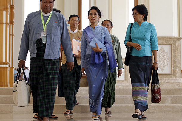 Opposition leader Aung San Suu Kyi, center, walks with her staff during a break in a session of Parliament in Naypyidaw on April 3, 2015. (Photo: Reuters)