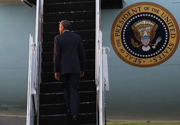 US President Barack Obama boards Air Force One as he leaves Rangoon Airport Nov. 14, 2014. (Photo: Reuters)