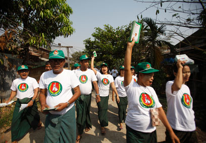 Members of the Union Solidarity and Development Party (USDP) rally support in Rangoon in January 2015. (Photo: Reuters)