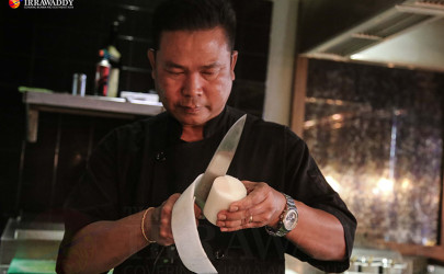 Sous chef Aung Myo Oo at work in the Gekko Kitchen. (Photo: JPaing / the Irrawaddy)