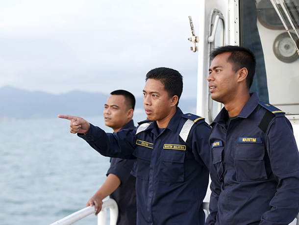Maritime police patrol the waters around Langkawi island in Malaysia's northern state of Kedah on May 12, 2015. (Photo: Reuters)