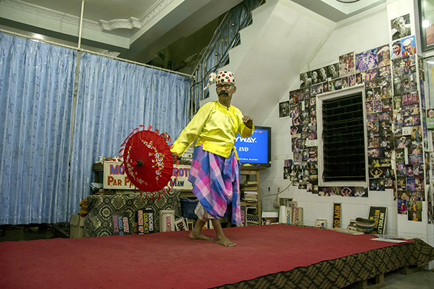 Lu Zaw performing U Shwe Yoe, a humorous Myanmar dance often performed at donation services and religious events. (Photo: Teza Hlaing / The Irrawaddy)