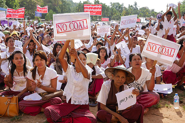 Mon State villagers protest the planned construction of a 1280-megawatt coal-fired power plant at Inn Din village on May 5. (Photo: Tin Htet Paing / The Irrawaddy)