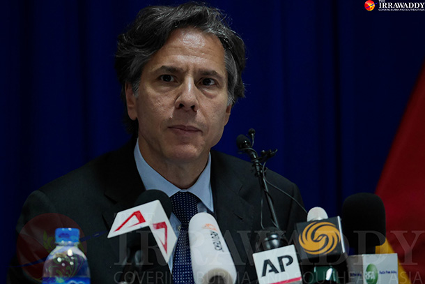 US Deputy Secretary of State Anthony Blinken addressed reporters in Rangoon on may 22, 2015. (Photo: Tin Het Paing / The Irrawaddy)