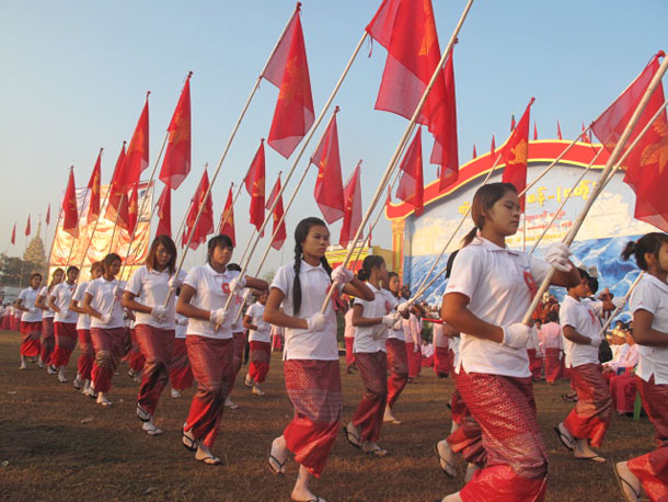 Performers hold Mon flags as they march in Kamarwet village, Mudon Township, on Mon National Day in February 2014. (Photo: Lawi Weng / The Irrawaddy)