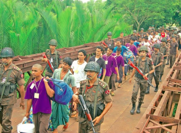 Bangladeshi nationals found on two boats by the Burma Navy in May are repatriated on Tuesday. (Photo: IPRD)