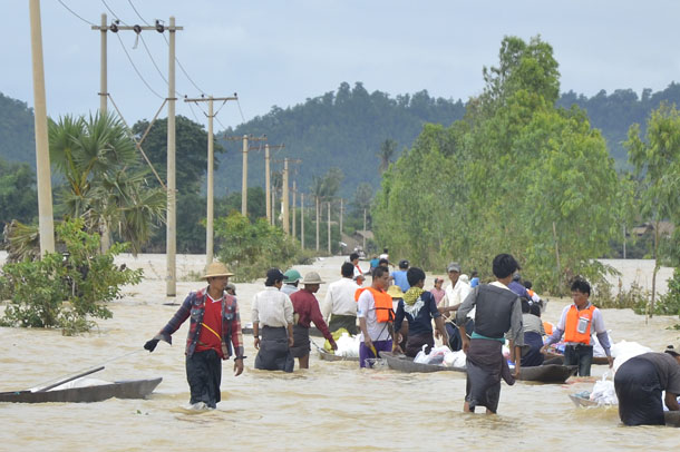 A relief convoy travels through floodwaters in Kawlin Township, Sagaing Division. (Photo: Teza Hlaing / The Irrawaddy)
