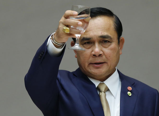 Thailand's Prime Minister Prayuth Chan-ocha toasts during a business luncheon in Tokyo, Japan, February 9, 2015. (Photo: Toru Hanai / Reuters)